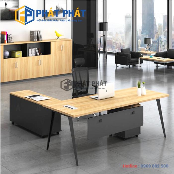 Thiết kế bàn giám đốc với hình chữ nhật sang trọng, thể hiện uy quyền