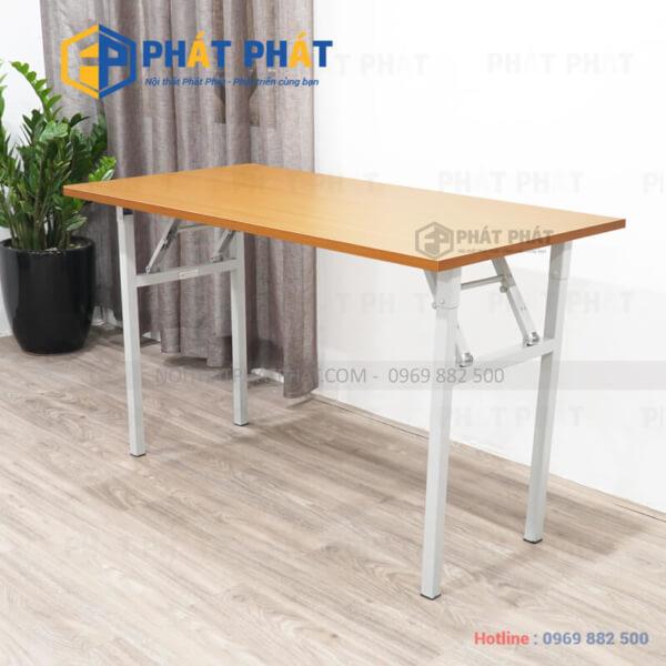 Thiết kế đơn giản và đầy tiện dụng của mẫu bàn gấp học sinh